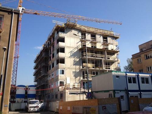 Ceny nových i starších bytů v roce 2012 klesají, v některých místech v ČR až o 10% za rok.
